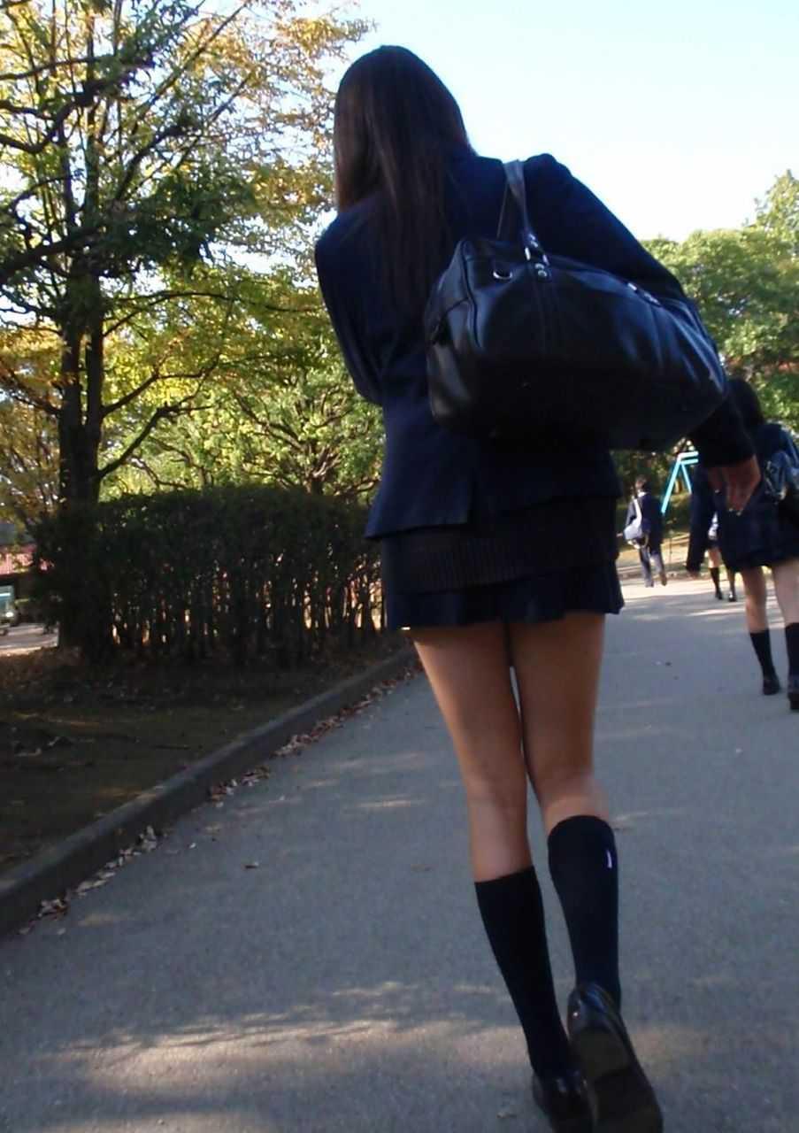 JKのパンツと太腿 (18)