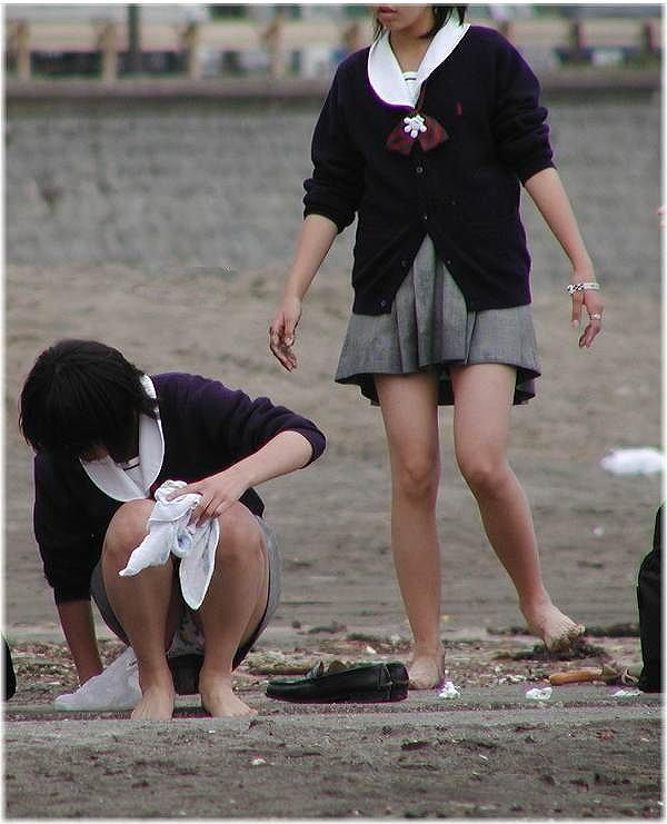 JKのパンツと太腿 (14)