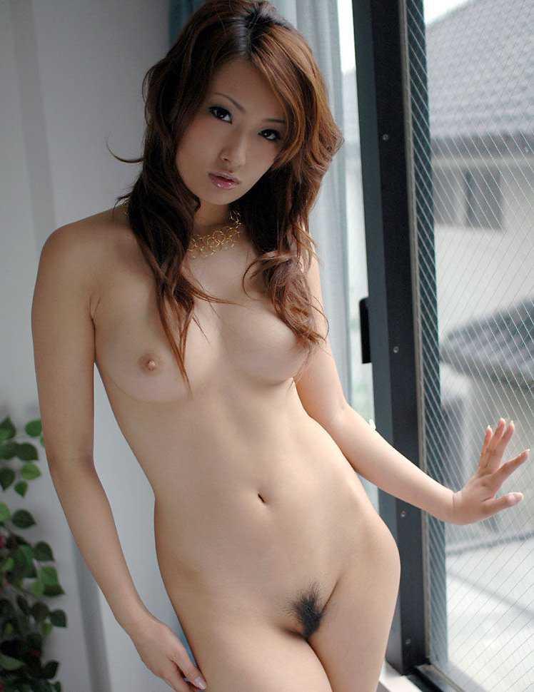 整った裸体の、吉崎直緒 (20)