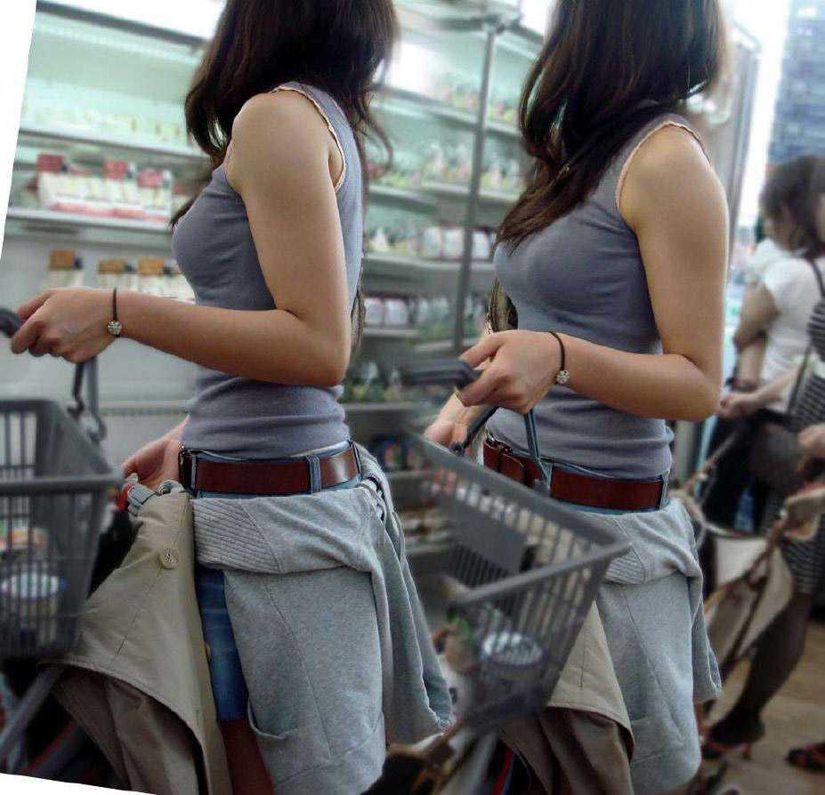 服を着ても巨乳 (16)