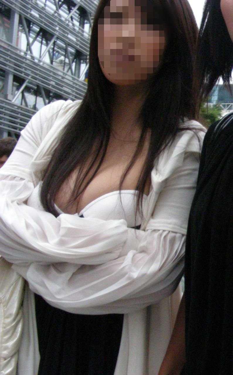 服を着ても巨乳 (13)
