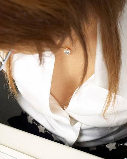覗きたい胸チラ (9)