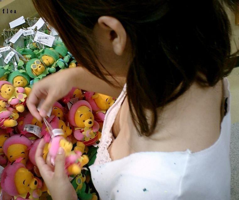 ハプニング胸チラ (8)