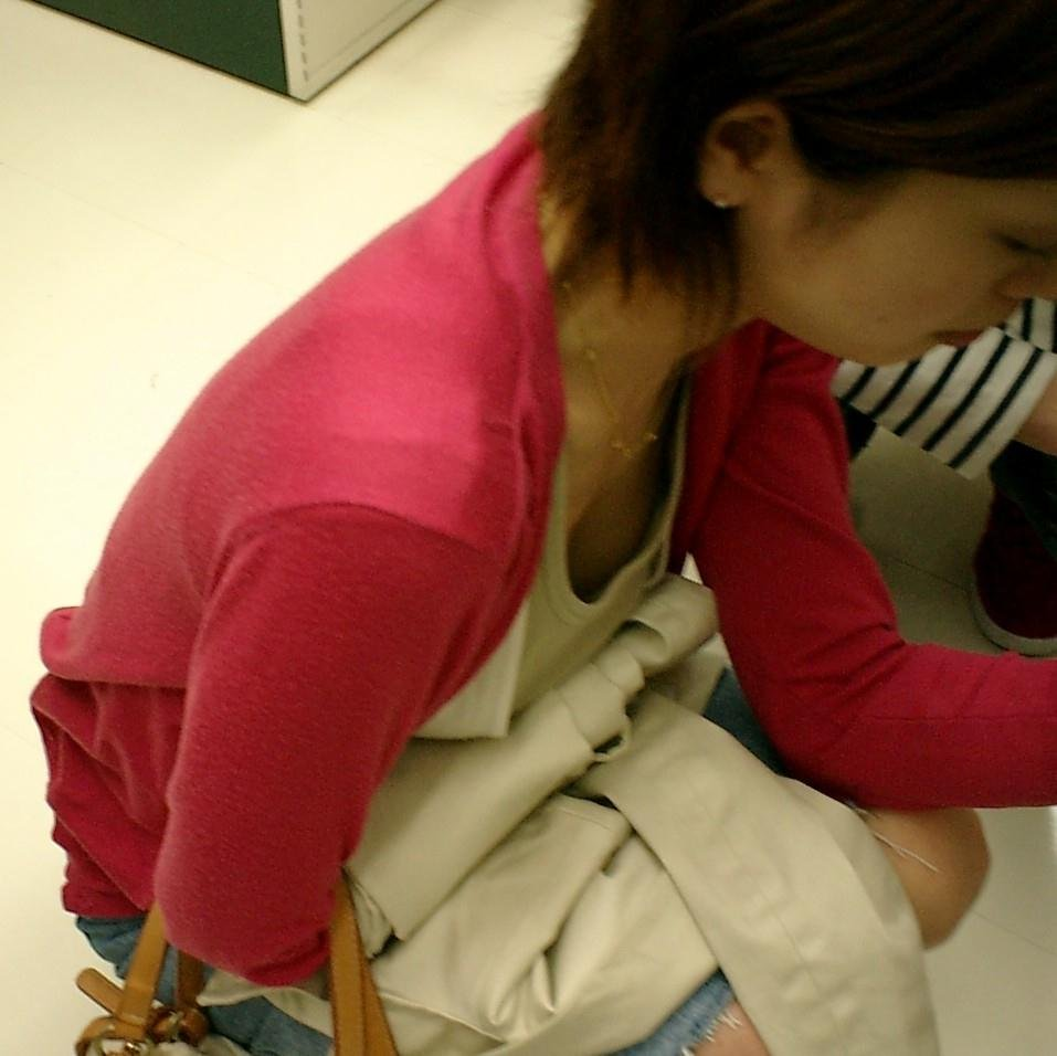 ハプニング胸チラ (13)
