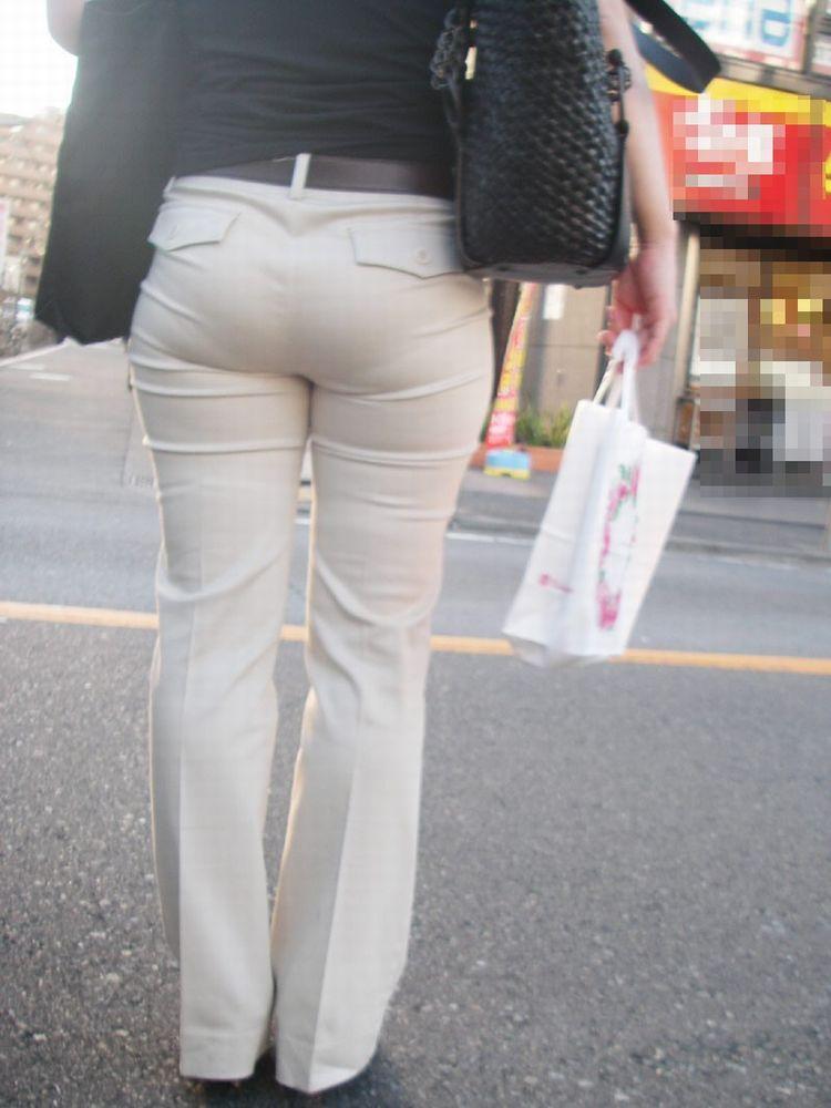 透けパンで歩く (13)