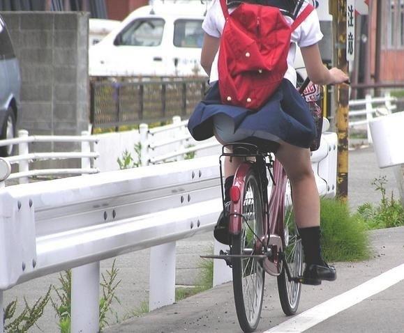 自転車でパンツ見せ (5)