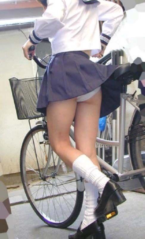 自転車でパンツ見せ (8)