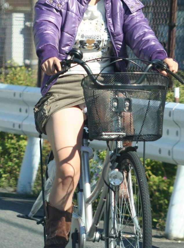 自転車でパンツ見せ (11)