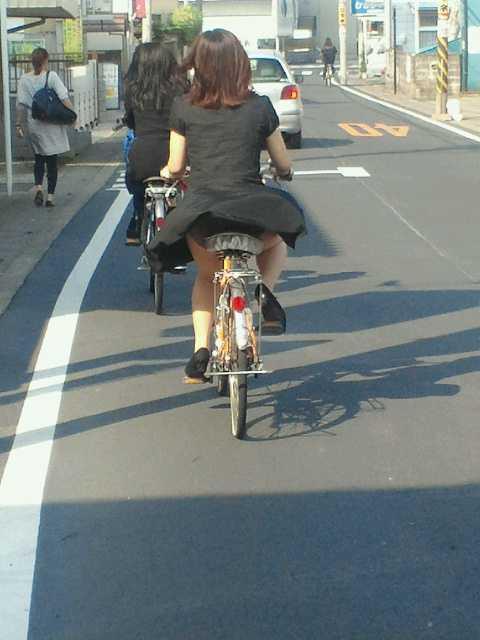 自転車でパンツ見せ (12)