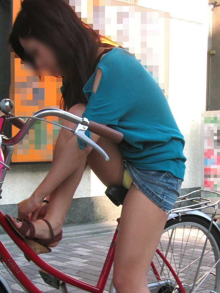 自転車でパンツ見せ (13)