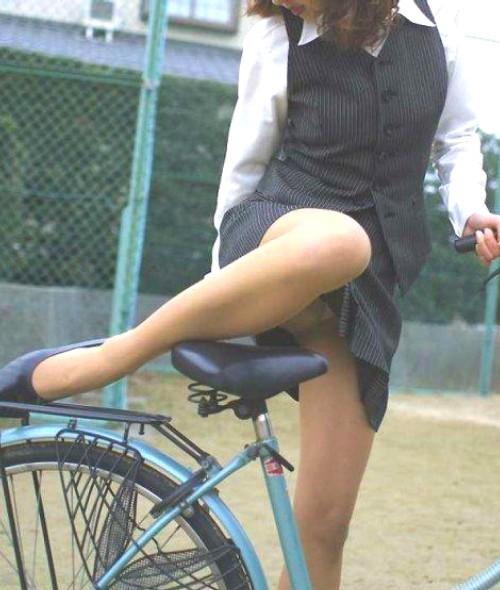 自転車でパンツ見せ (6)