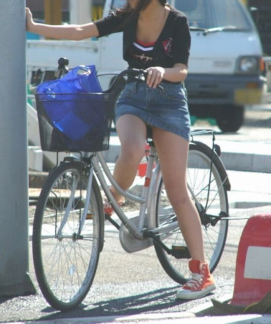 自転車でパンツ見せ (9)