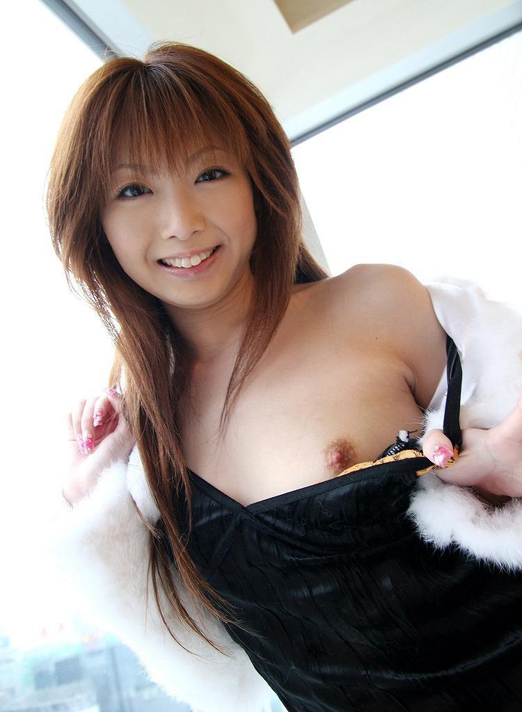 下着を脱ぐ女性 (8)