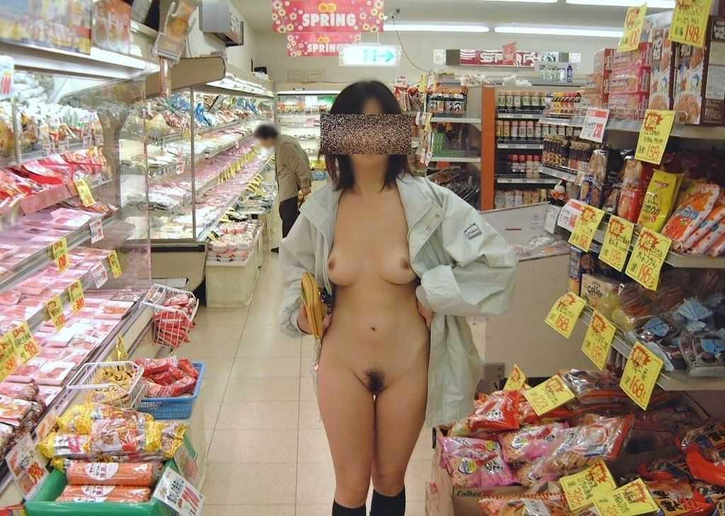 お外で裸になる (18)