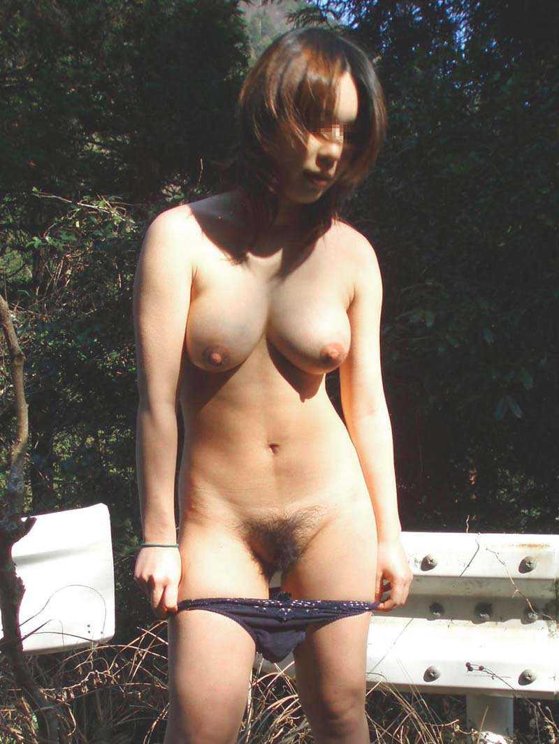 野外で脱衣する (20)