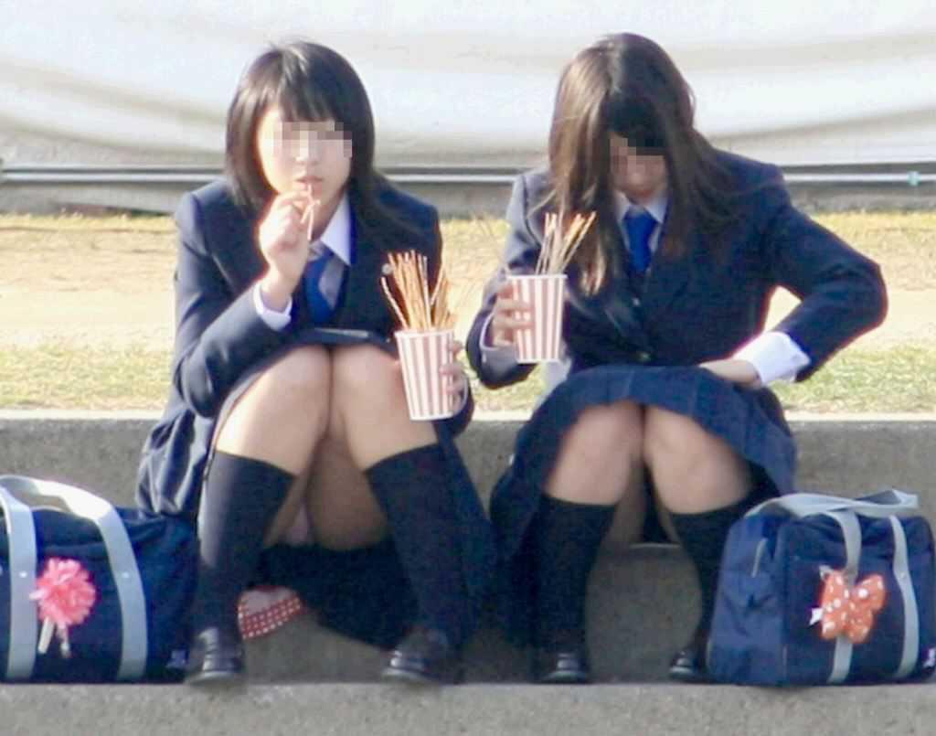 パンチラのJKたち (16)