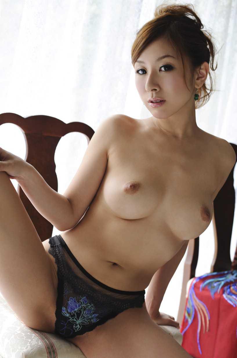 ヌード女性の美乳 (16)