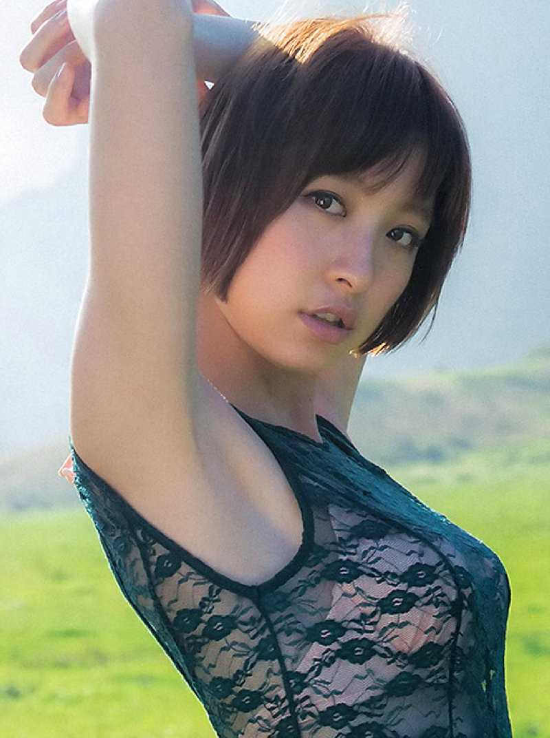 エロい体の、篠田麻里子 (1)