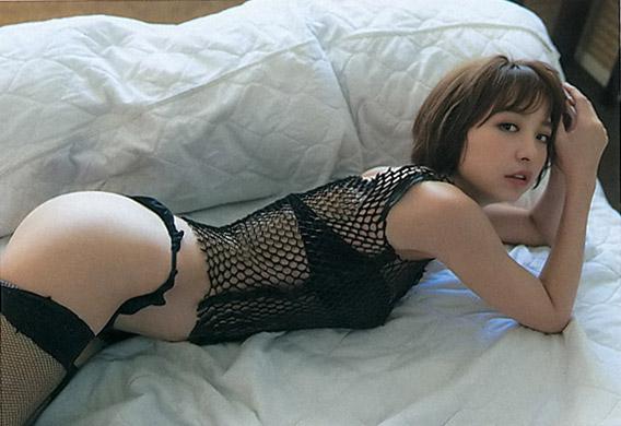 エロい体の、篠田麻里子 (3)
