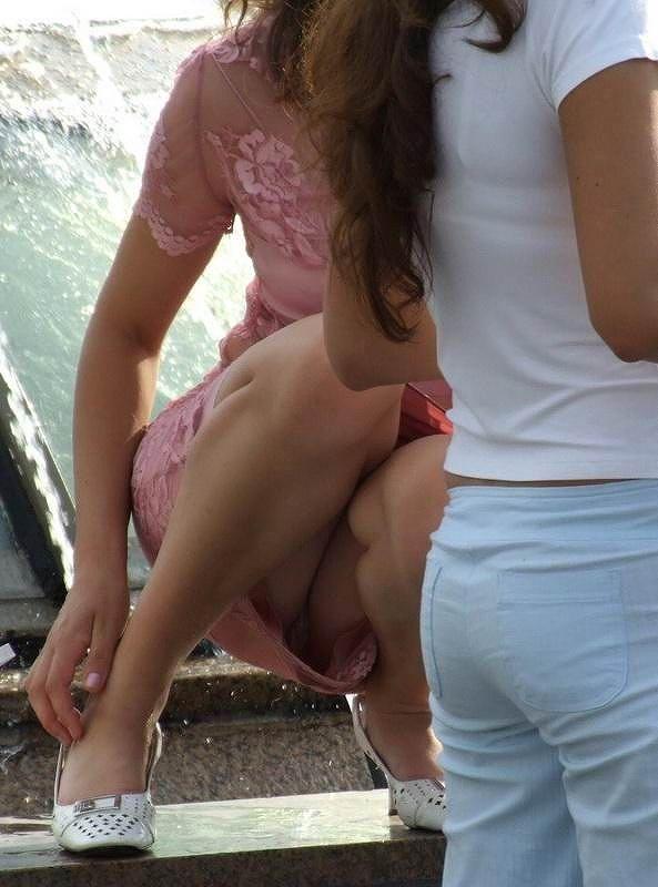パンツが見える姿勢 (6)