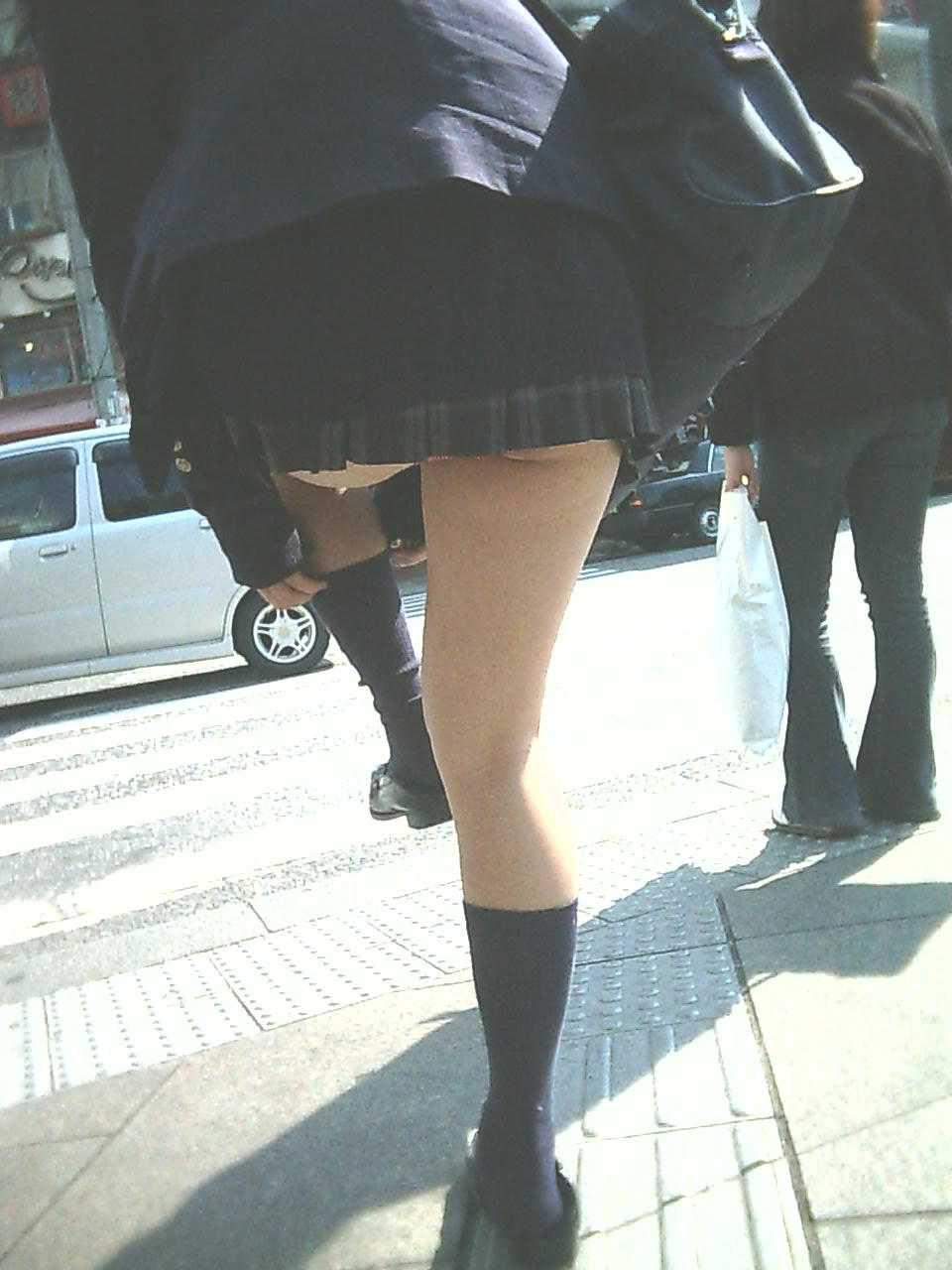 女子高生がパンツ見せ (11)