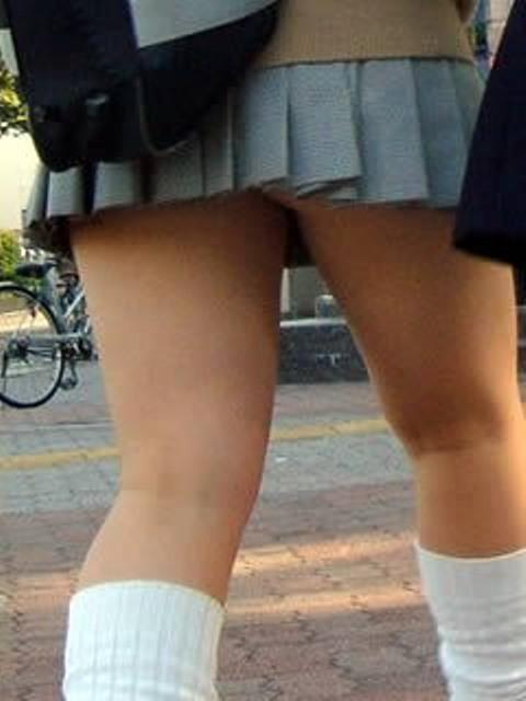 女子高生がパンツ見せ (4)