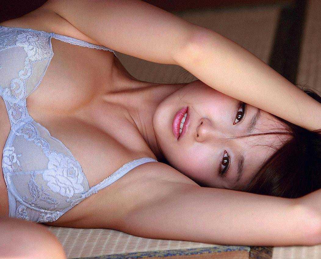スレンダー美乳の、吉木りさ (1)