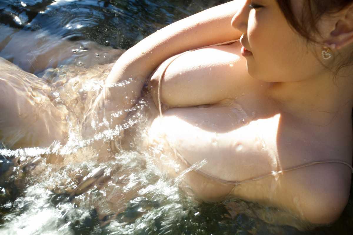 風呂にはいる女性 (11)