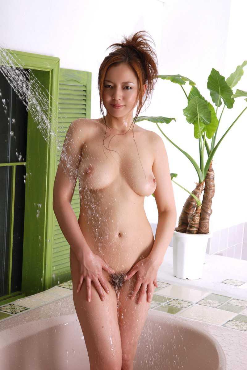 風呂にはいる女性 (13)
