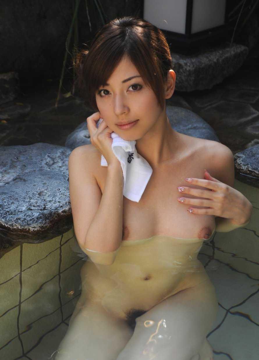 風呂にはいる女性 (19)