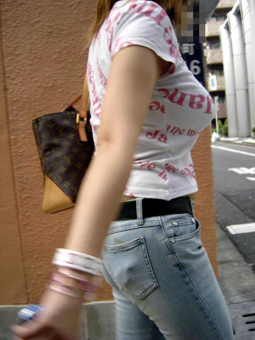 爆乳が街を歩く (15)