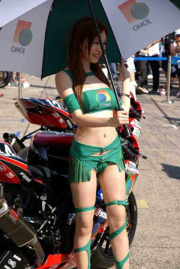 セクシー衣装のコンパニオン (17)