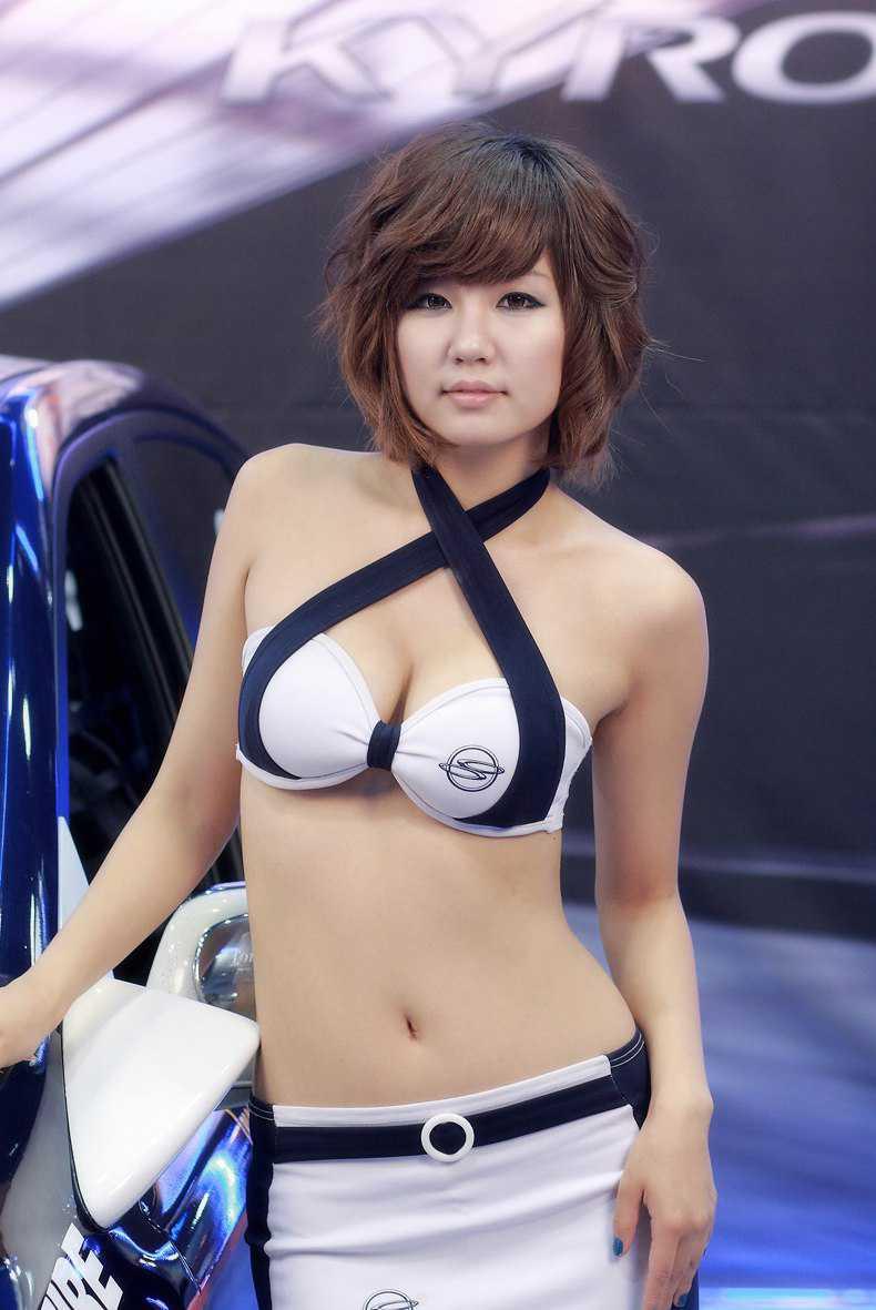 セクシー衣装のコンパニオン (2)