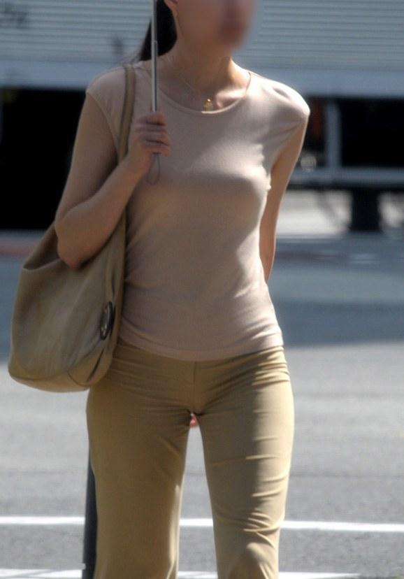 洋服の中の巨乳 (8)