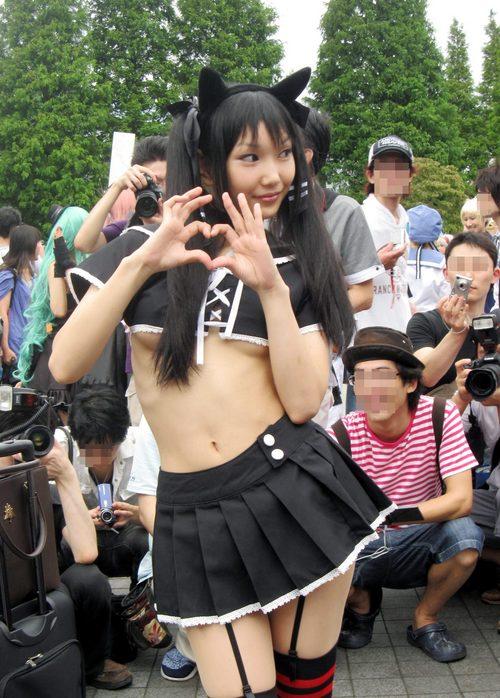 露出の多い衣装 (3)