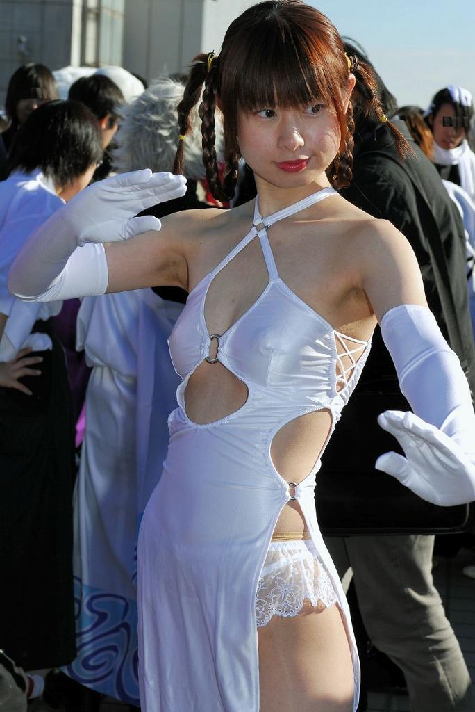 露出の多い衣装 (4)