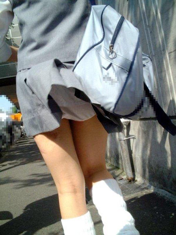 歩くとパンチラ (8)