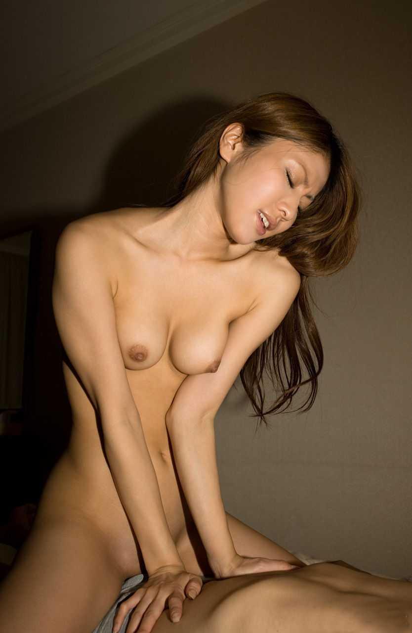 女性上位でセックス (18)