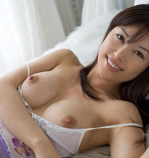 キュートな顔と胸 (1)