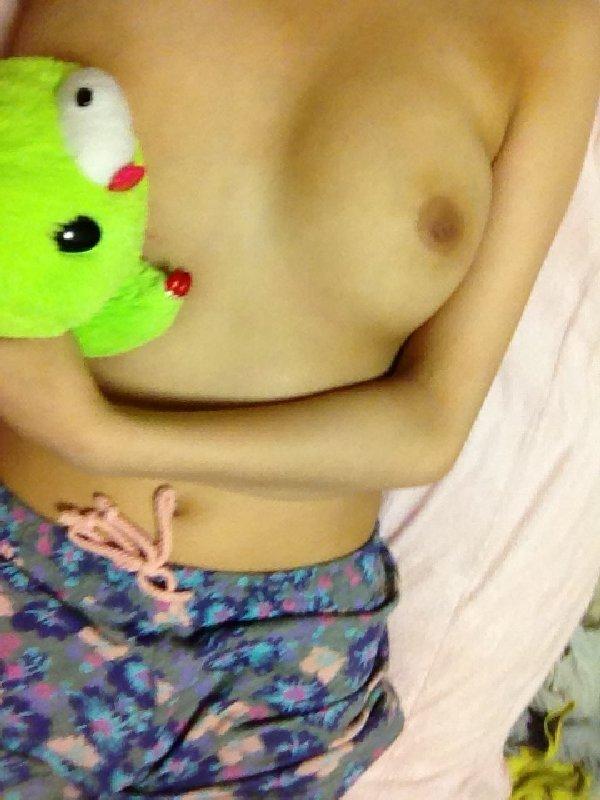 裸体を写メする (20)