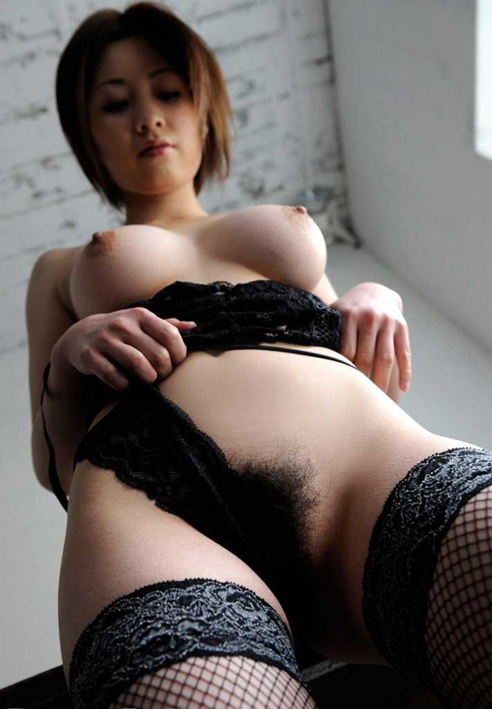 美乳と陰毛がエロい (19)