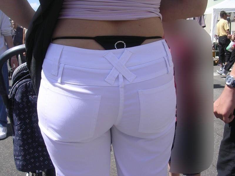 パンツが透けて見えてる (4)