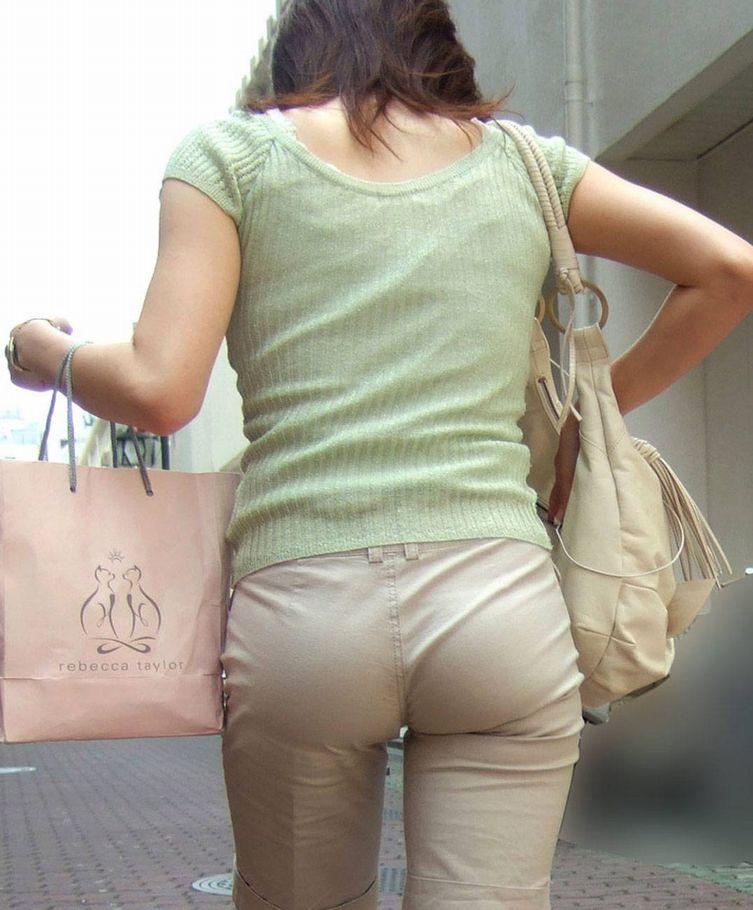 パンツが透けて見えてる (6)