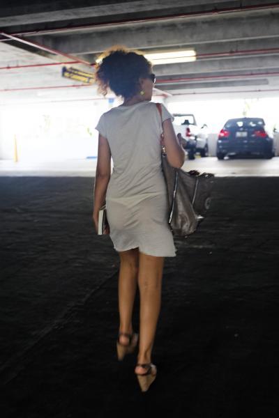 パンツが透けて見えてる (7)