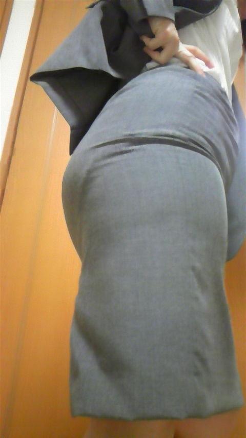 パンツが透けて見えてる (8)