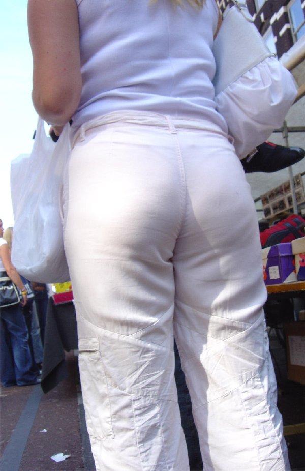 パンツが透けて見えてる (10)