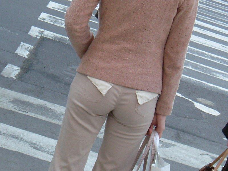 パンツが透けて見えてる (9)