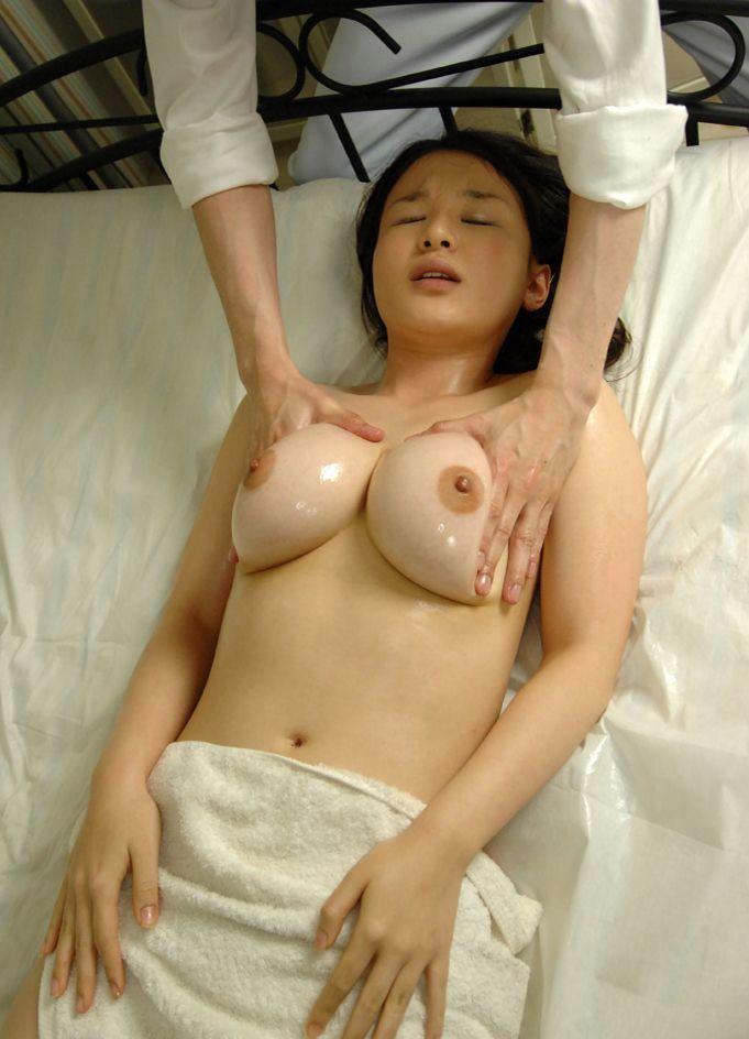 垂れそうな爆乳 (7)