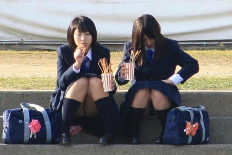 パンツが見えた女子高生 (5)