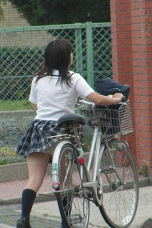 パンツが見えた女子高生 (14)